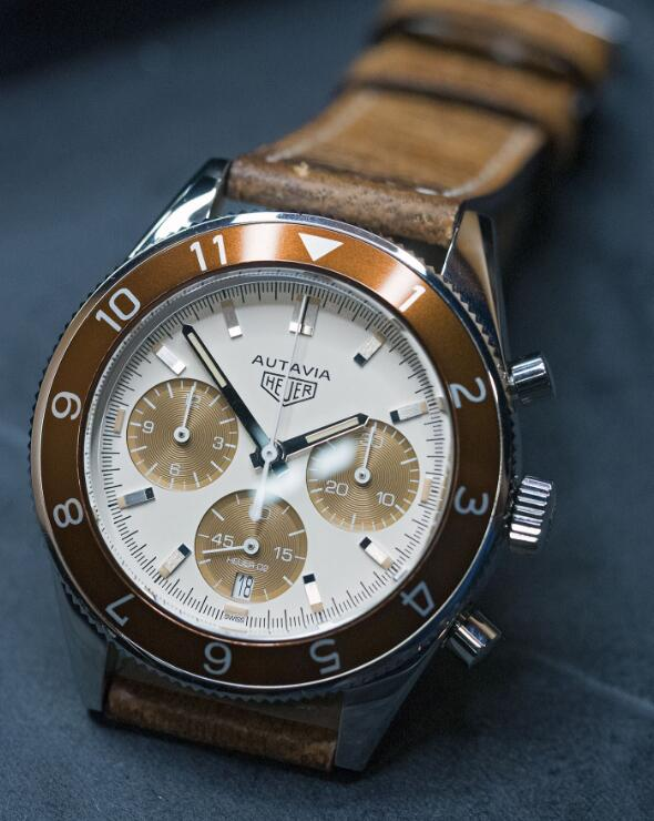 Classic copy TAG Heuer watches are presented with 42mm in diameter.