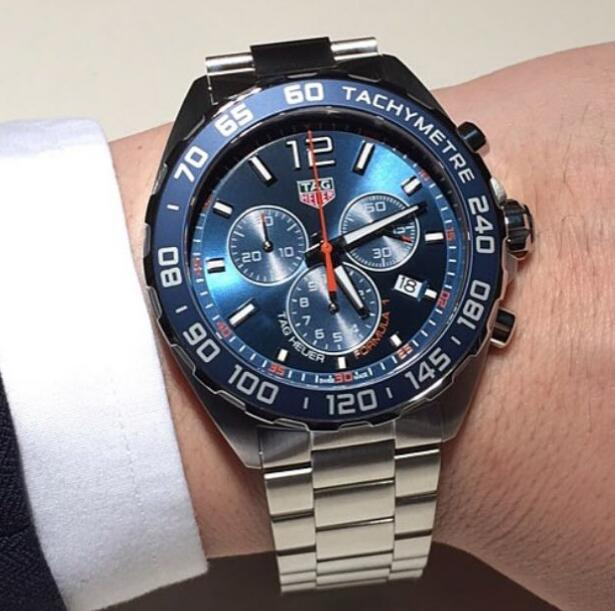 Swiss knock-off watches for sale have quartz movements.