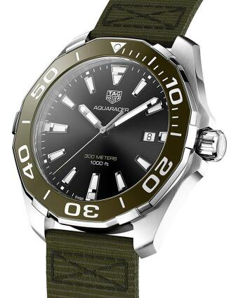 The green tone endows the best fake TAG Heuer with eye-catching appearance.